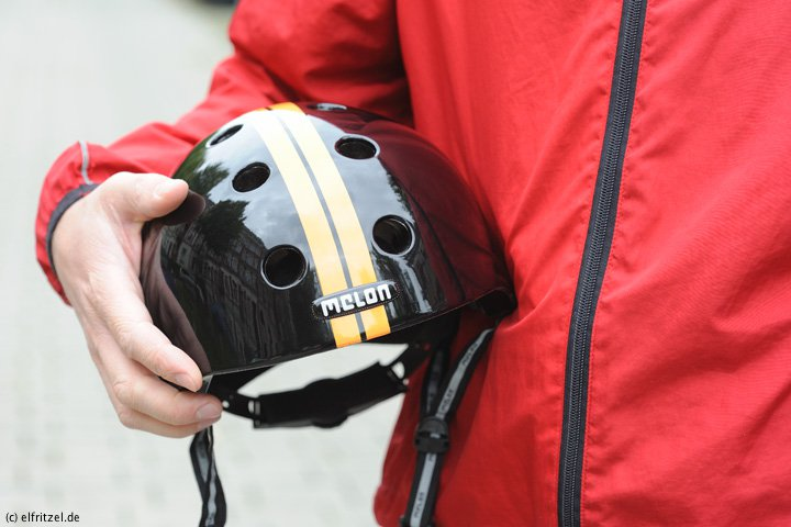 elfritzel_melon-helmet_straight_orange_black_2