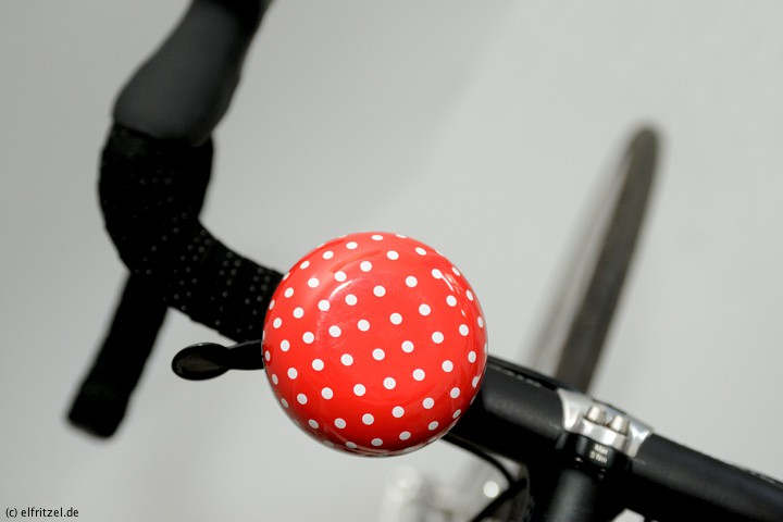 elfritzel-basil-big-bell-polka-dot-red-white